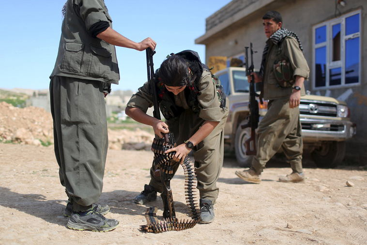 Brave Kurdish Women Fighting ISIS (1)