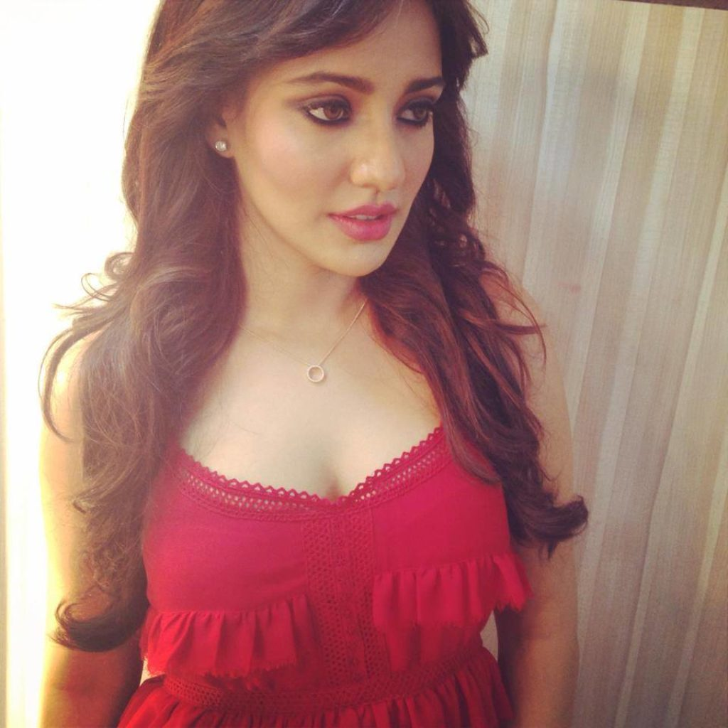 30 Photo Of Neha Sharma Cutest Bollywood Actress Selfies  Reckon Talk-9537