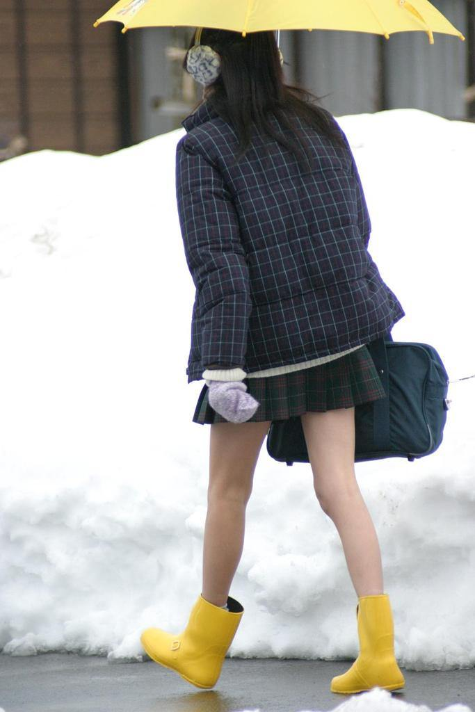 16 Photos Of Japanese School Girls Wearing Miniskirts In
