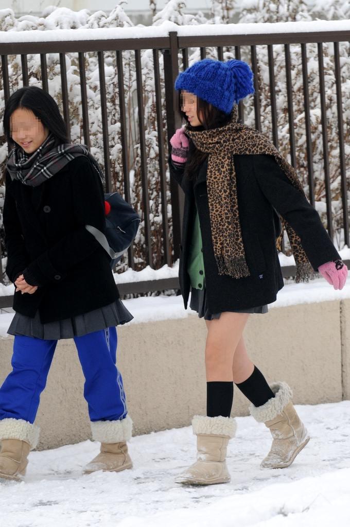 Japanese gyaru schoolgirls showing upskirt panty shots - 2 3