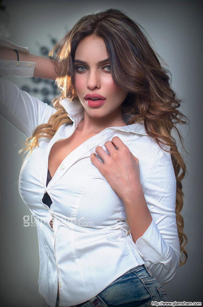 15 Hot  Sizzling Photos Of Gizele Thakral  Kyaa Kool Hain Hum 3 Fame  Reckon Talk-5358