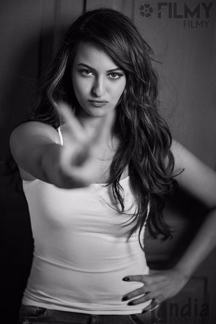 15 Cute Pics Of Hot Sonakshi Sinha Bollywood Actress Turned Singer