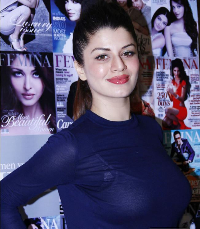 15 Hot & Sizzling Photo's of Kainaat Arora | Grand Masti ...