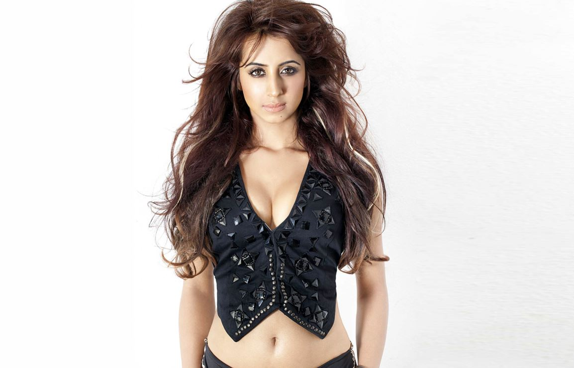 sanjjanaa wallpapers,sanjjanaa hot pics,sanjjanaa sexy pics,sanjjanaa latest pics,sanjjanaa movie, sanjjanaa hot photo