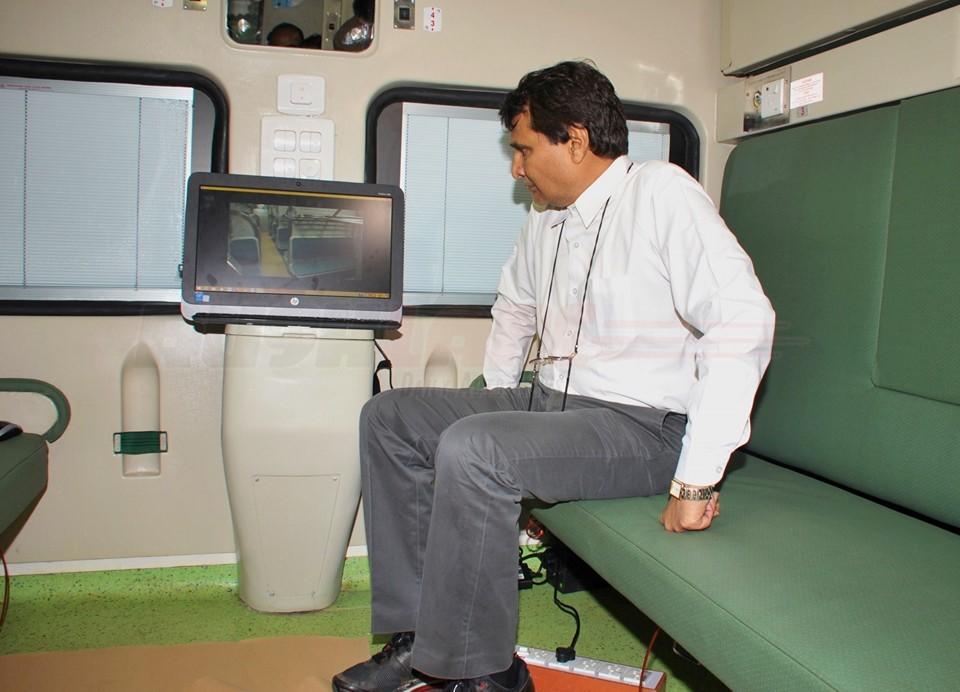 mahamana express, mahamana express photo, india, stupid, indian, news, up people, uttar pradesh, varanasi, dumb passengers, north india, stupid indian, bihari, bizzare, indian rail, indian railways