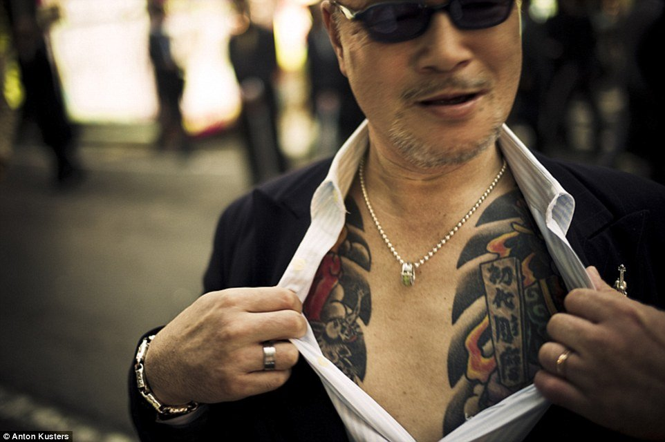 yakuza, sejarah yakuza, yakuza history, yakuza game, yakuza clothing, yakuza sushi, yakuza 3, yakuza finger, yakuza vs triad, japan, japanese, underworld, crime, gangsters, japanese gangsters, yakuza tattoo