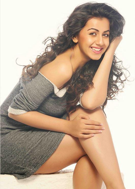 Nikki Galrani New Hot Stills 13 Prayaga Martin Leg