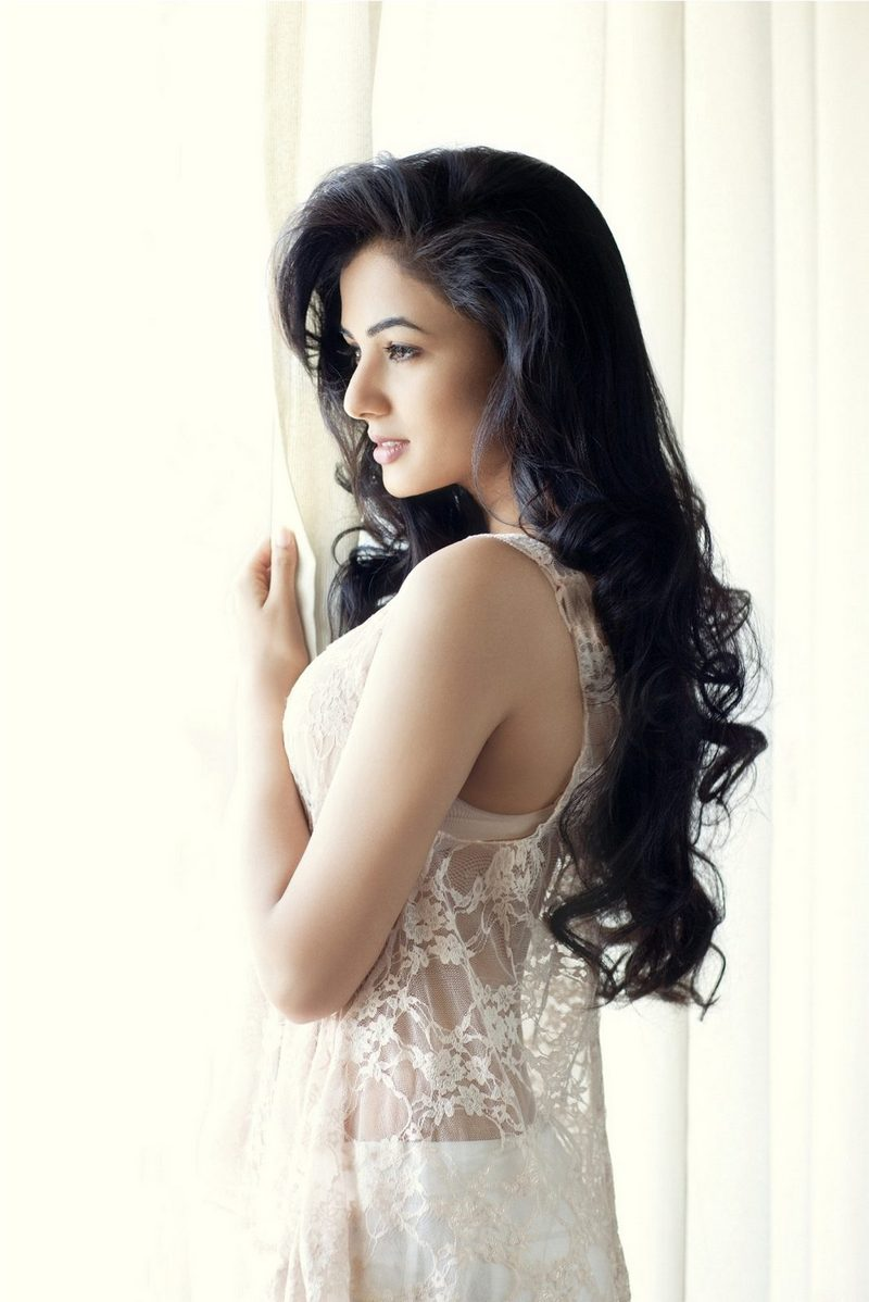 15 hot & spicy photo's of sonal chauhan | jannat fame | reckon talk