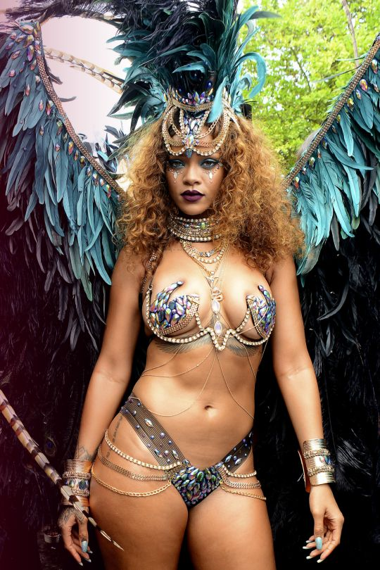 AbsoluGirl - rihanna nue video sexy en streaming
