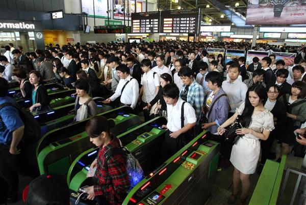 japan, japanese train, japanese train pusher, pusher, asia, oshiya, weird, wtf, omg, railway system, tokyo, train pushers tokyo, railway station attendant