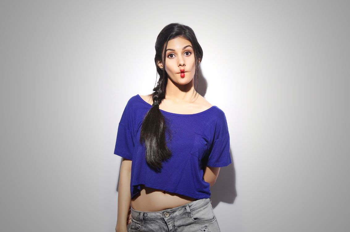 15 hot spicy photo 39 s of amyra dastur reckon talk for Hot fb pictures