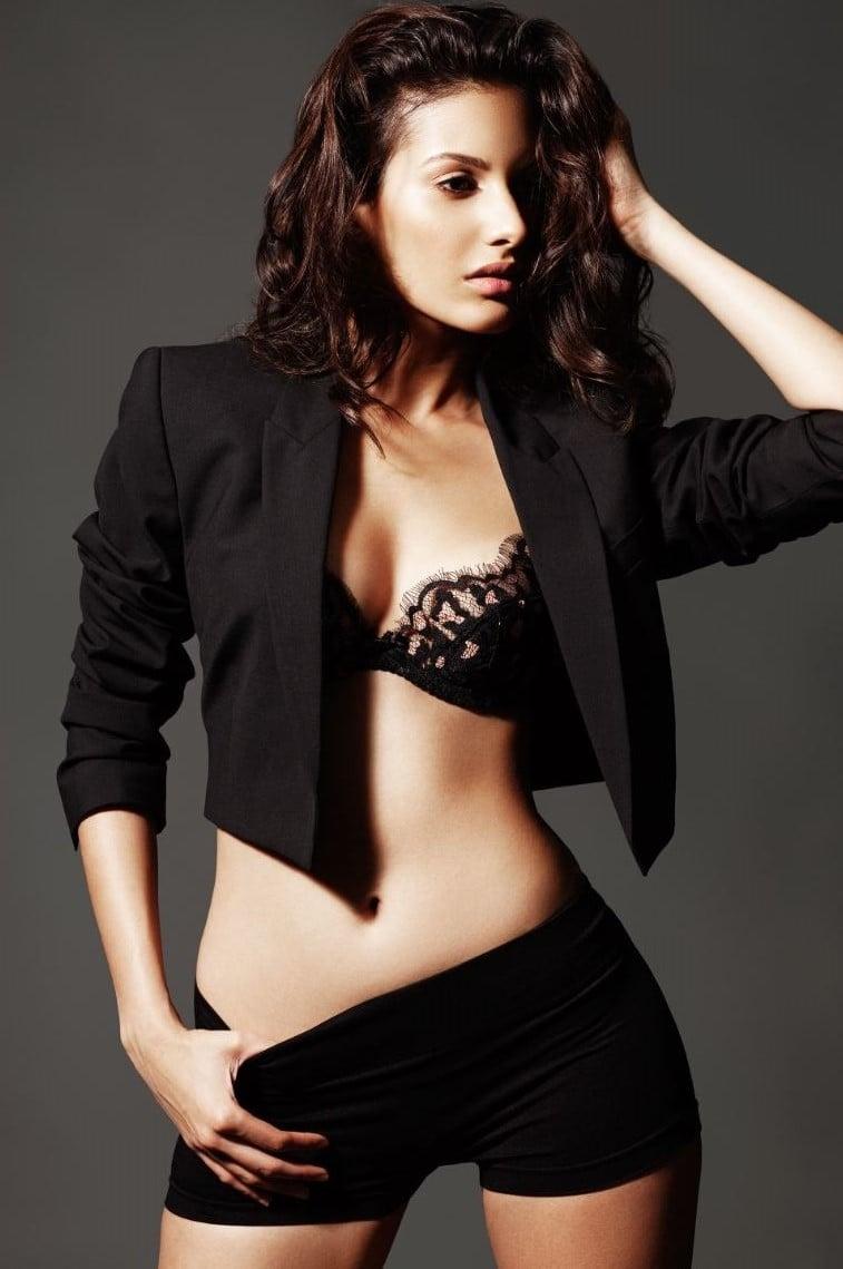 15 Hot & Spicy Photo's of Amyra Dastur | Reckon Talk