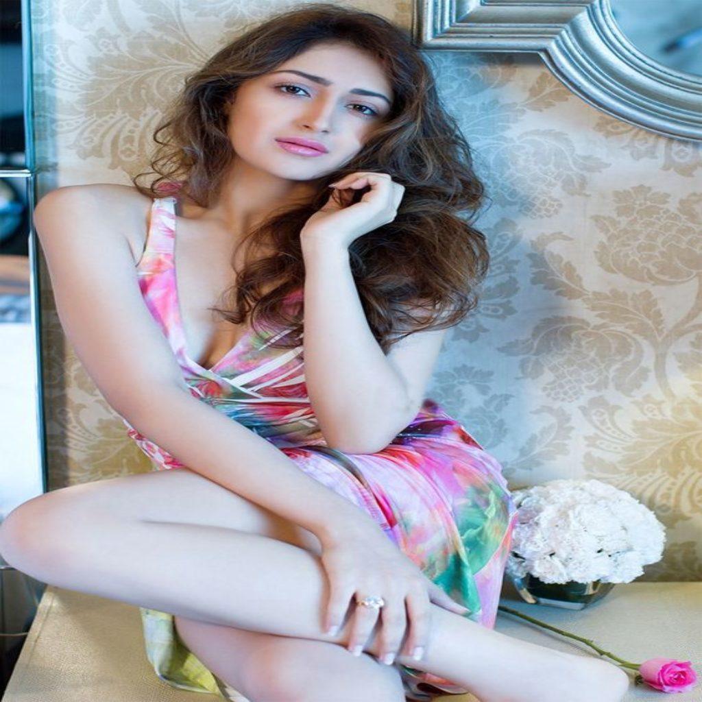 15 hot amp spicy photos of sayesha saigal shivaay girl