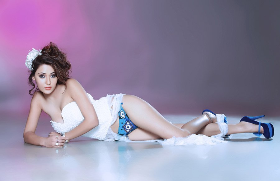 15 Spicy Photo S Of Sara Khan Bollywood Hot Diva