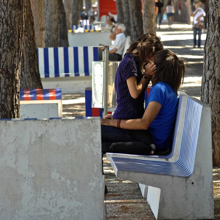 cuddle, cuddling, kissing makes you healthy, healthy kissing , healthy kiss,cuddling health, why to cuddle, cuddling health benefits