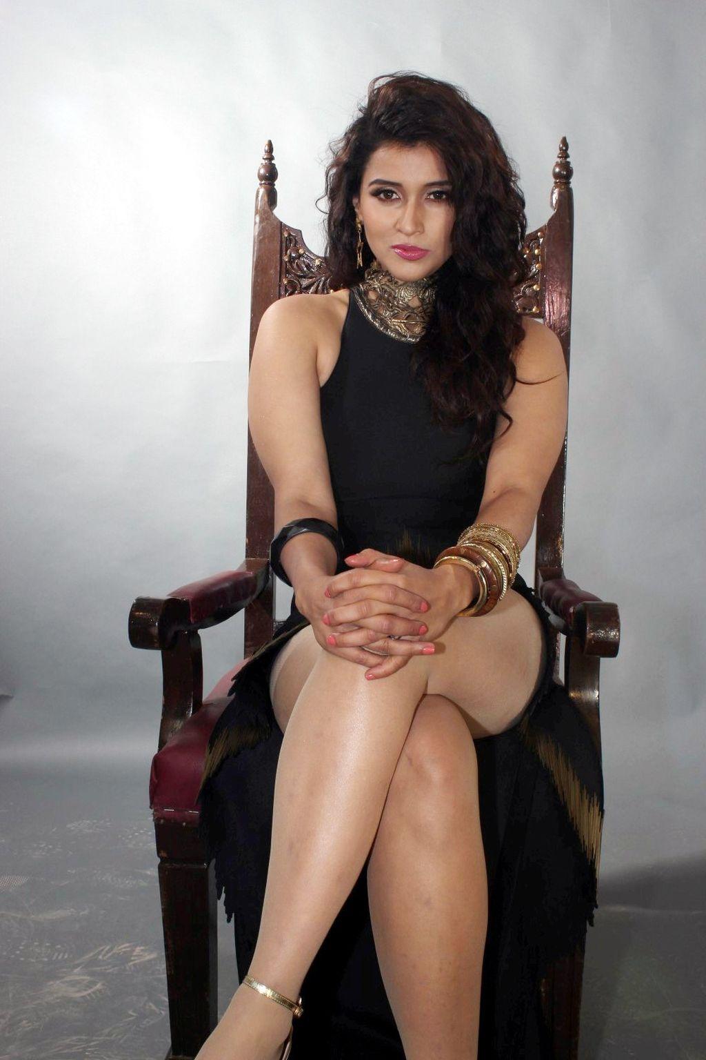 Desi indian actress mannara chopra nude sex scandel