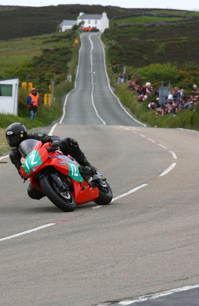 Fastest Road Bike >> World's Most Dangerous Deadliest Mad Race | Isle of Man ...