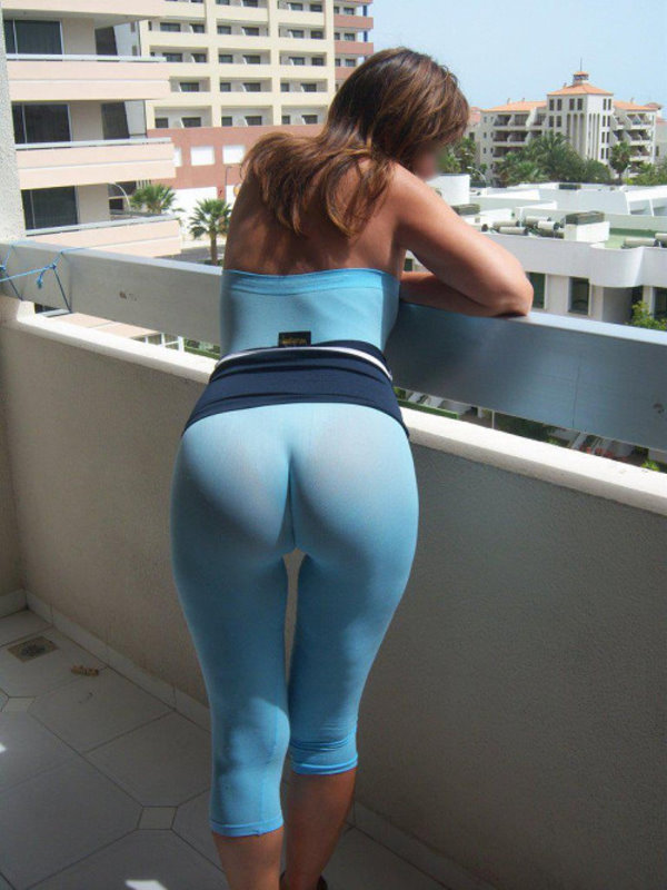 Sexy amateur girl drops her yoga pants to flaunt her sexy chubby butt naked  1752735