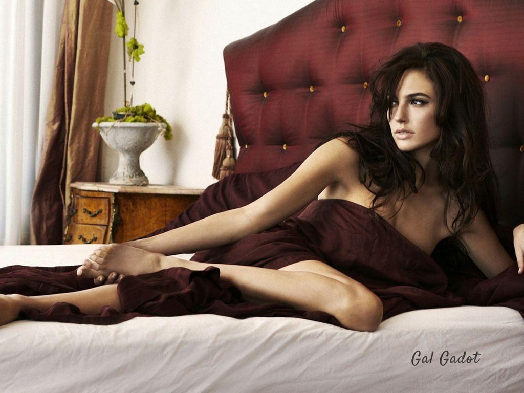 Hot And Sexy Wonder Woman Gal Gadot S Life S Facts Reckon Talk