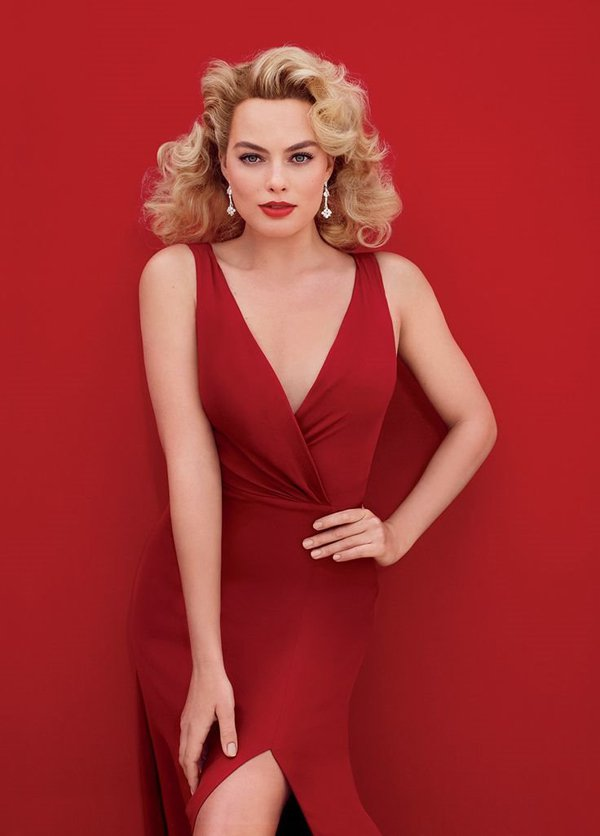 Margot-Robbie-hot-in-red-dress