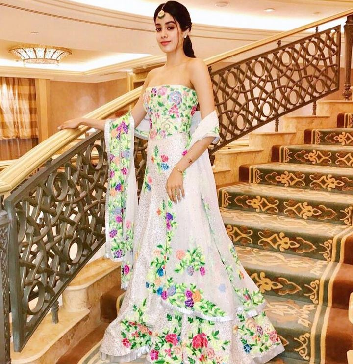 jhanvi kapoor ,jhanvi kapoor hot photos,jhanvi kapoor bollywood, star kids, bollywood actress