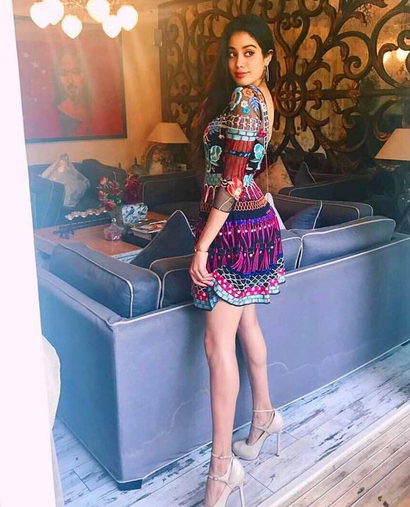 jhanvi kapoor ,jhanvi kapoor hot photos,jhanvi kapoor bollywood, star kids, bollywood actress