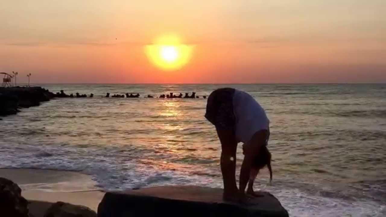 hand to foot pose, pada hastasana, surya namaskar pose 3, sun salutation step 3