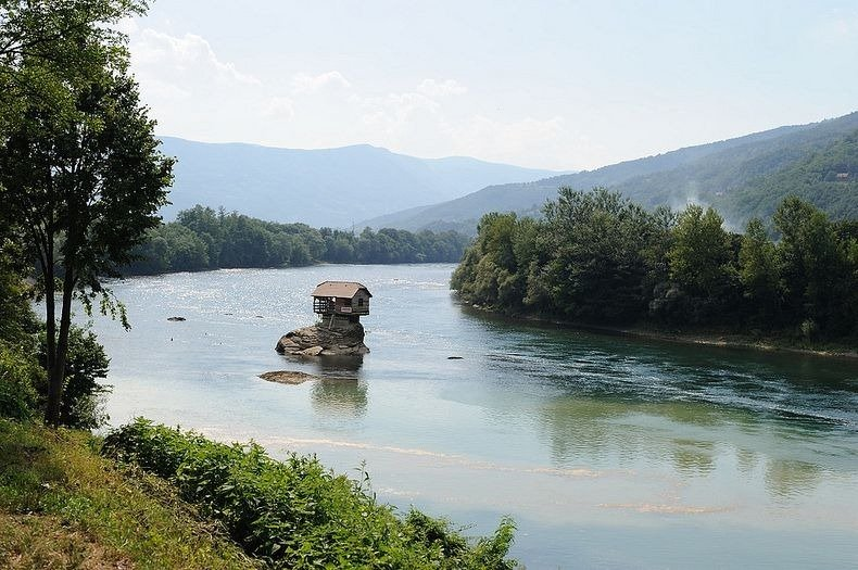 Lonely House Standing On Rock In River Of Serbia Reckon Talk