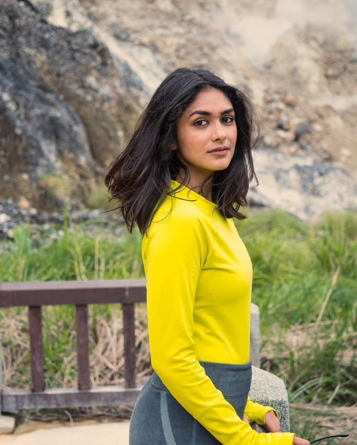 Legs Mrunal Thakur 	2012 naked (77 fotos) Is a cute, Twitter, see through