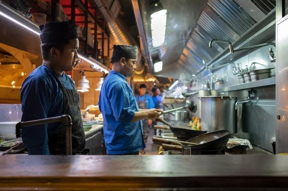 chef using chinese wok